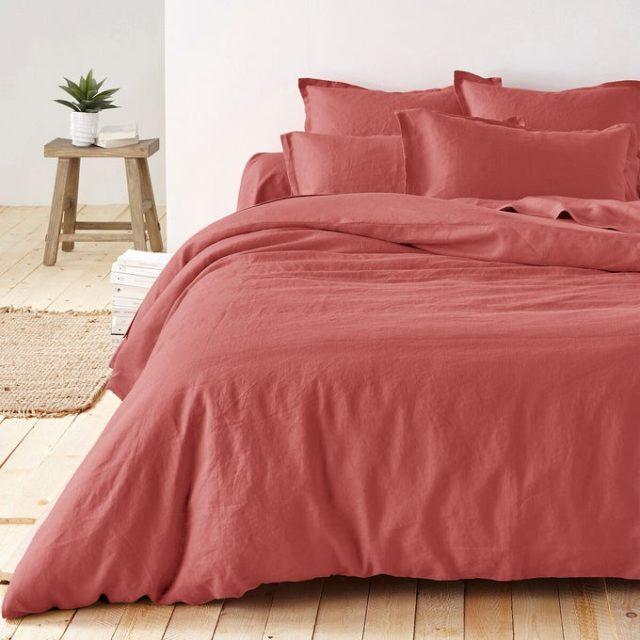 chambre couleur accessoire exemple parure de lit unie couleur tendance terracotta