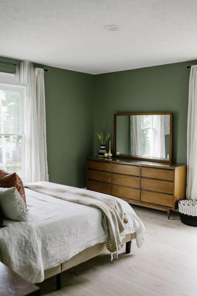 chambre moderne vert et blanc decoration meuble en bois naturel style mid century