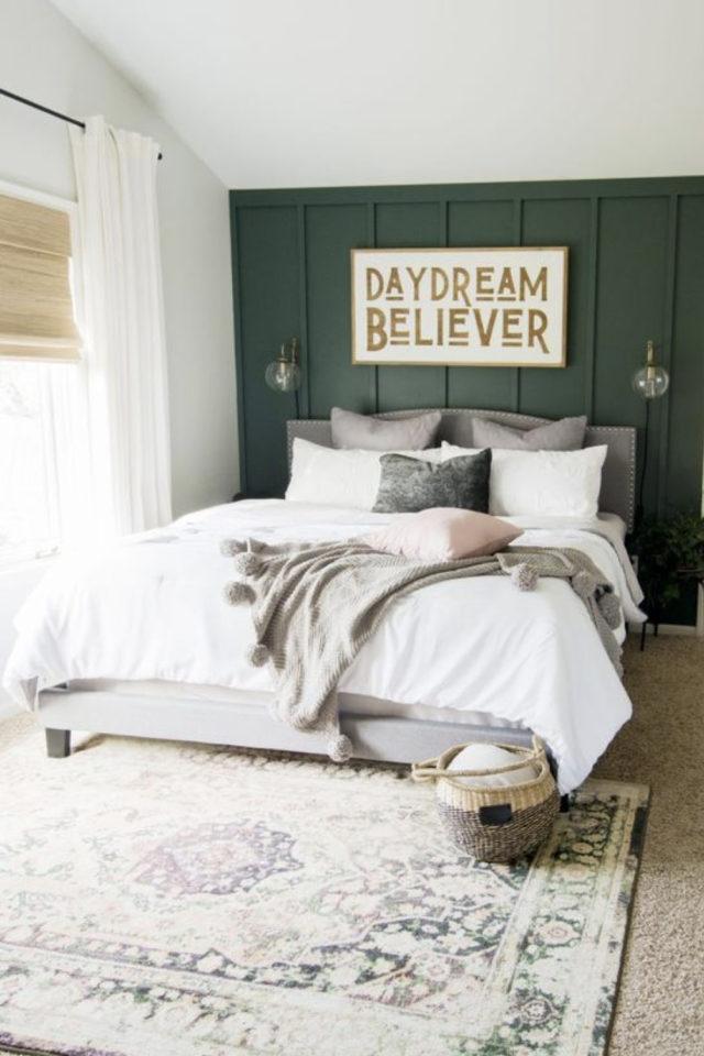 chambre moderne vert et blanc decoration tête de lit grise ambiance douce
