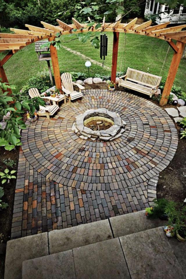 comment construire brasero jardin terrasse ronde circulaire pavée avec pergola bois
