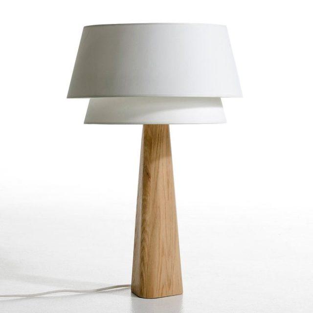 creer salon minimaliste facilement lampe pied bois avec abat-jour épuré blanc design simple