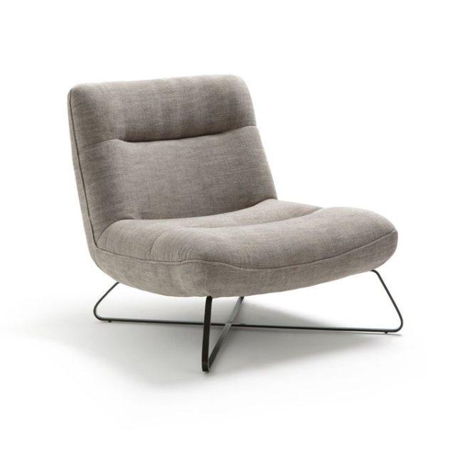 creer salon minimaliste facilement fauteuil bas arrondi gris clair