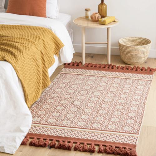deco chambre accesoire colore descente de lit tapis couleur terracotta corail