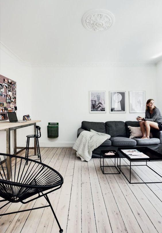 decoration minimaliste salon indispensables 1parquet blanc canapé anthracite nordique scandinave