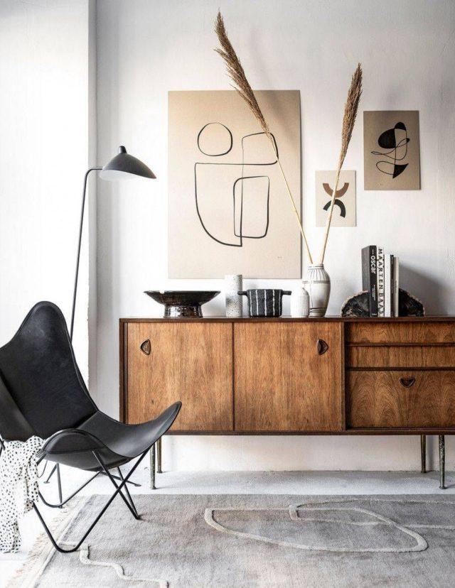 decoration minimaliste salon indispensables enfilade vintage mur blanc décor épuré