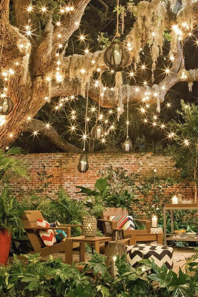 eclairage jardin exemple a copier arbre guirlande suspension magique