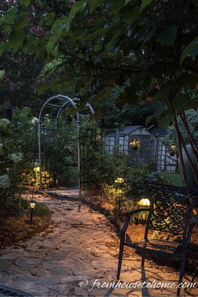 eclairage jardin exemple a copier allée sécurité pod lumineux bas passage