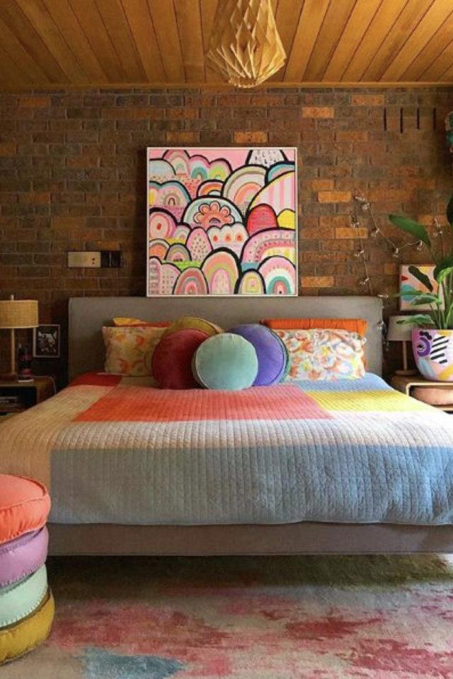 exemple chambre adulte plusieurs couleurs couleur style memphis pastel fluo tableau tête de lit