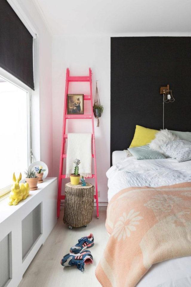 exemple chambre adulte plusieurs couleurs mur accent noir et blanc échelle détail rose fluo