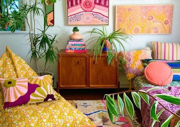 exemple decoration chambre multicolore jaune bleu rose vert motif uni bonne humeur