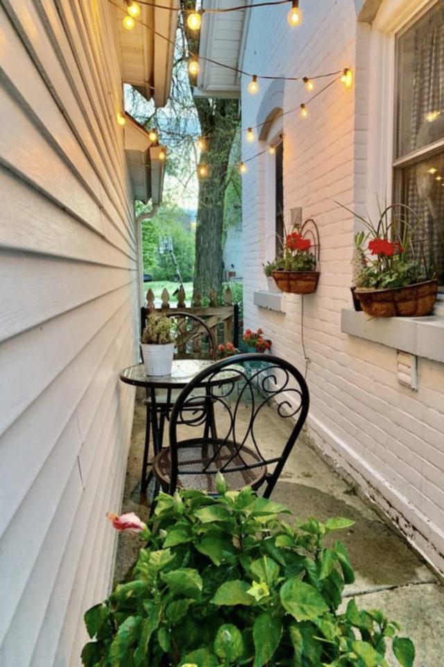 exemple exterieur en longueur jardin allée entre deux maison petit espace salon de jardin rangement