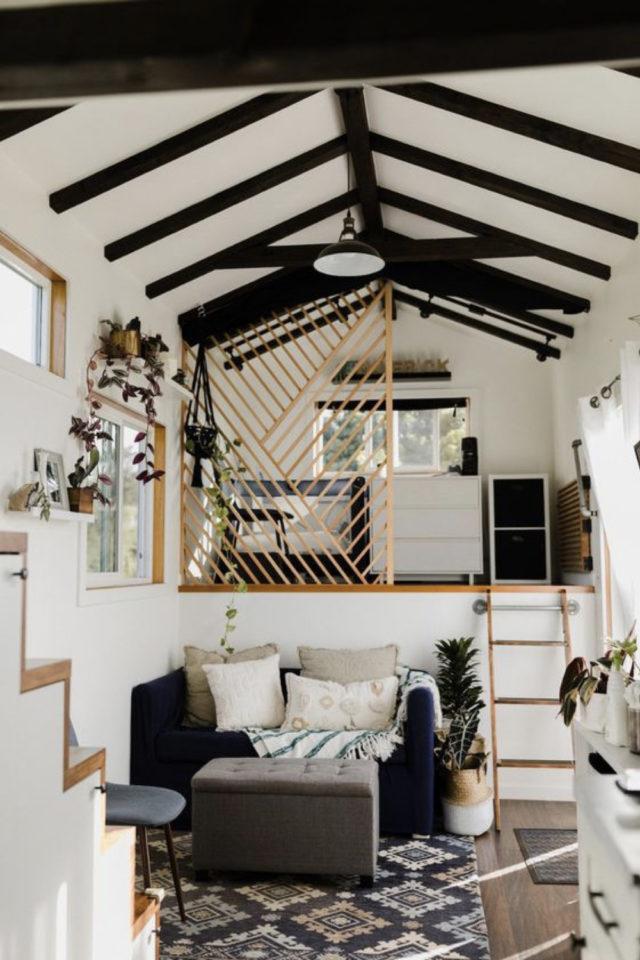exemple interieur tiny house blanche salon séjour claustra bois