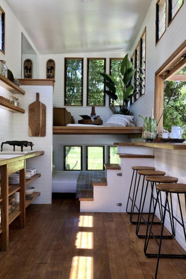 exemple interieur tiny house blanche bois moderne chaleureux baie vitrée