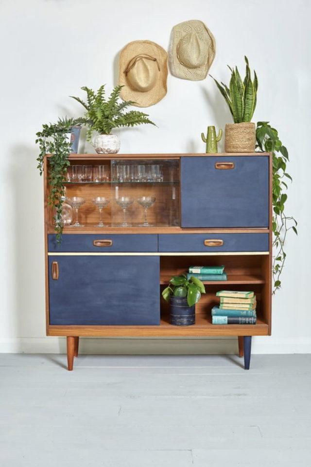 exemple meuble vintage relooke bibliothèque bar vitrine bleu et bois