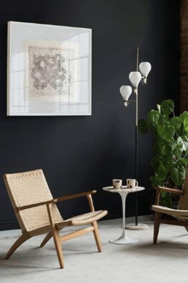 fauteuil tendance deco slow design contraste entre le noir et le bois