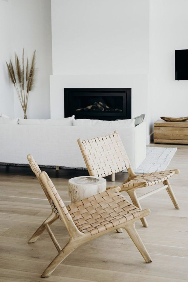 fauteuil tendance slow design assise et dossier tressés salon blanc exemple