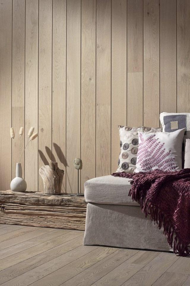 habillage mur salon bois exemple lambris couleur miel chaleureux familial