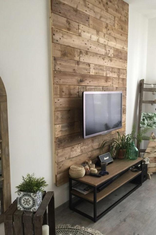 habillage mur salon bois exemple décoration mur télévision bardage bois