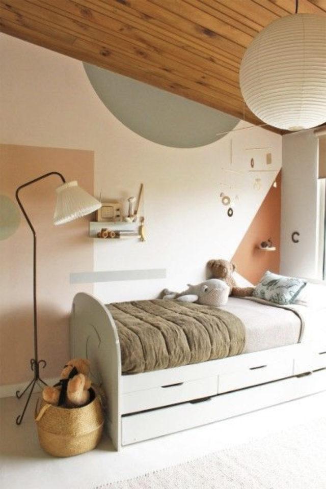 luminaire chambre enfant exemple fillette petite fille rose lampadaire bout du lit