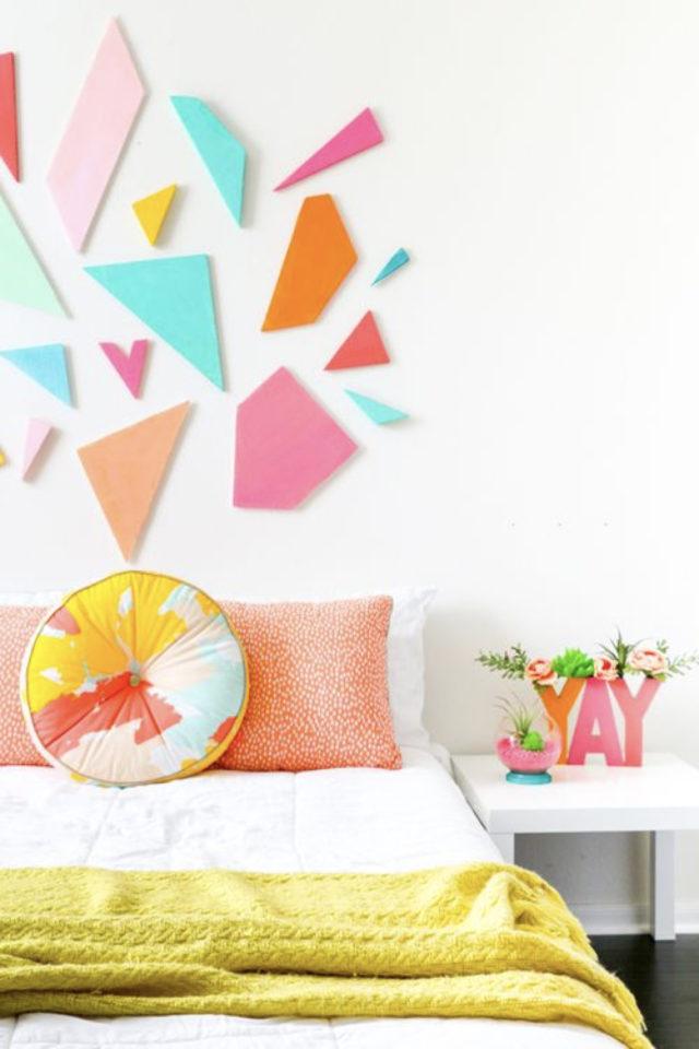 mix and match chambre a coucher couleur mur blanc tête de lit dessus éclat jaune bleu orange moderne jeune actuel plaid couverture