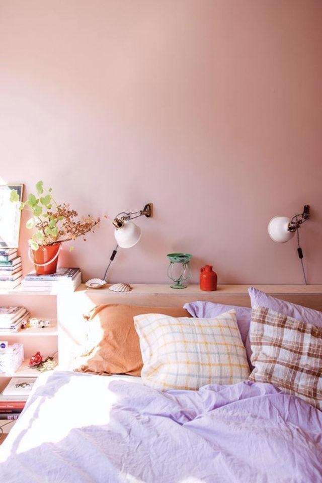 mix and match chambre a coucher couleur camaïeux de rose orange violet fraicheur