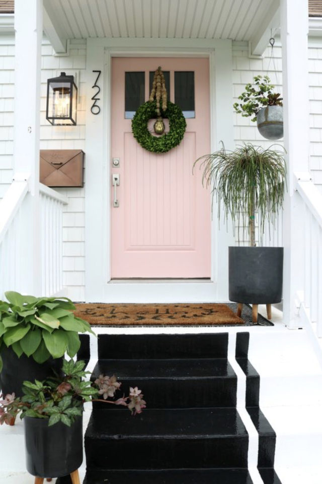 porte entree peinture rose exemple façade élégante