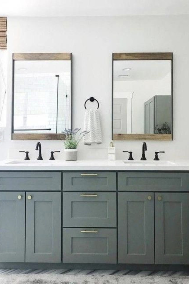 salle de bain moderne double miroir élégant encadrement sobre