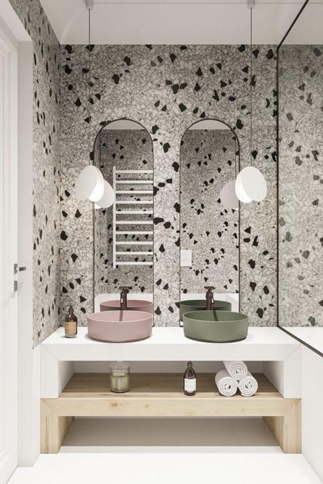 salle de bain moderne double miroir moderne oval terrazzo vert et rose