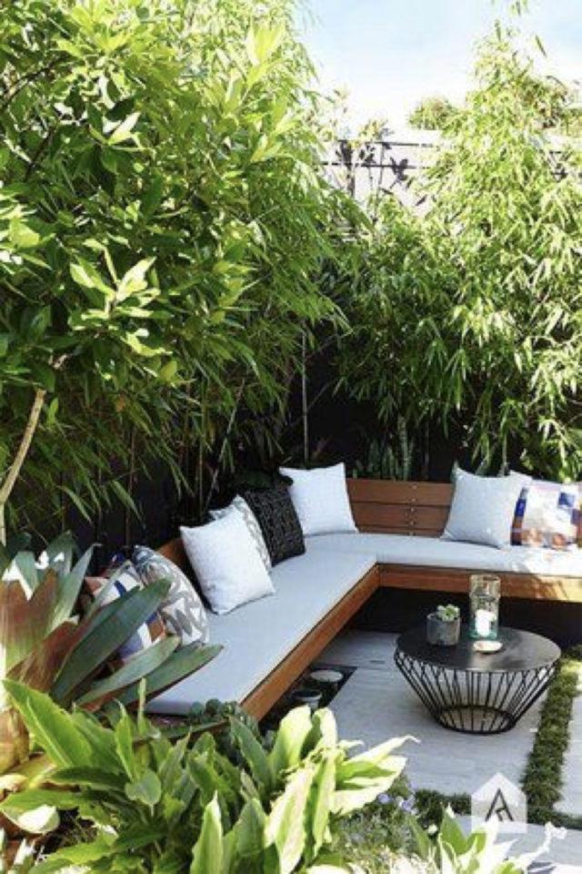 amenagement exterieur banquette confortable canapé d'angle jardin terrasse moderne table basse