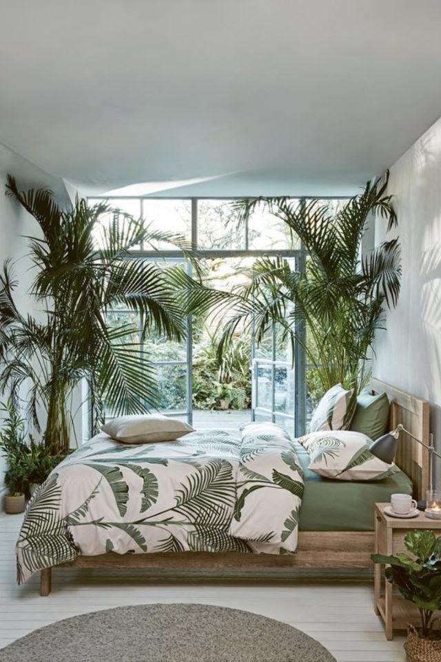 chambre fraicheur plantes exemple décoration style tropical grande baie vitrée blanc linge de lit imprimé vert