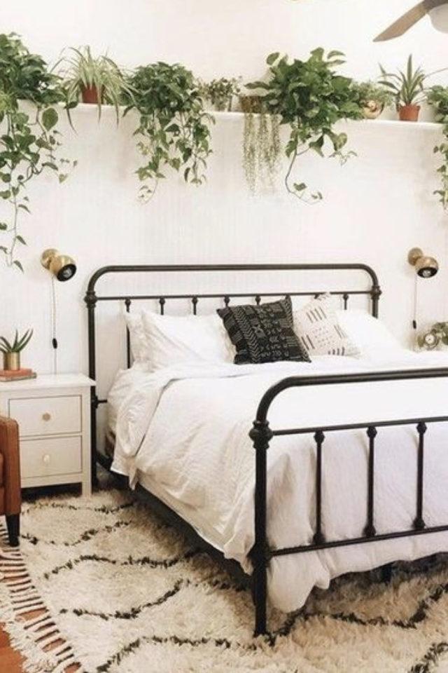 chambre fraicheur plantes exemple étagère au dessus du lit en métal