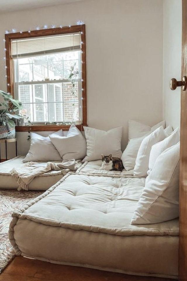 coussin de sol decoration salon moderne canapé sans structure contemporain bas couleur écru confort