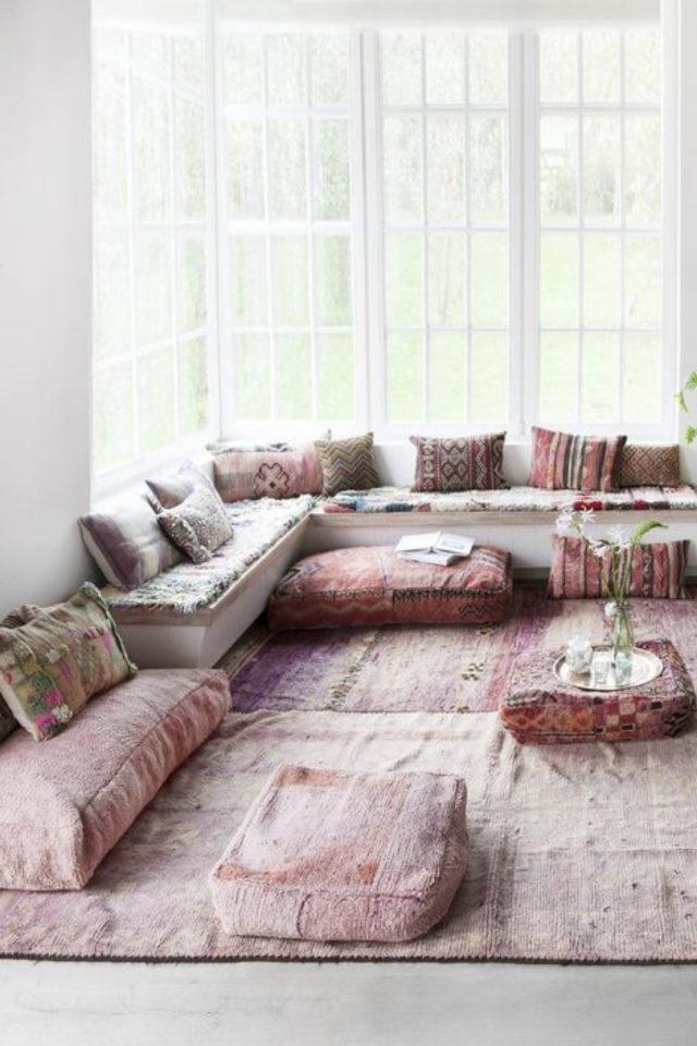 coussin de sol decoration salon moderne tapis persan coussin oriental banquette salon déco bohème