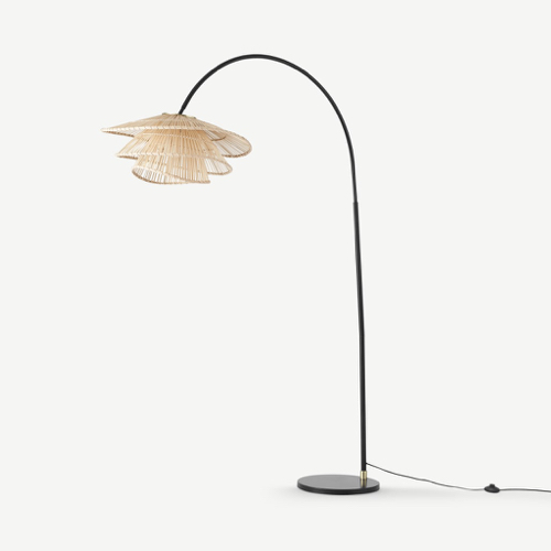 deco cosy nature moderne accessoires Lampadaire arqué, métal noir et bambou naturel