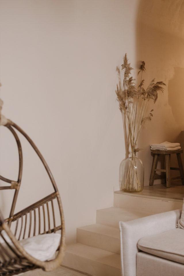 decoration moderne slow living exemple fauteuil suspendu en rotin