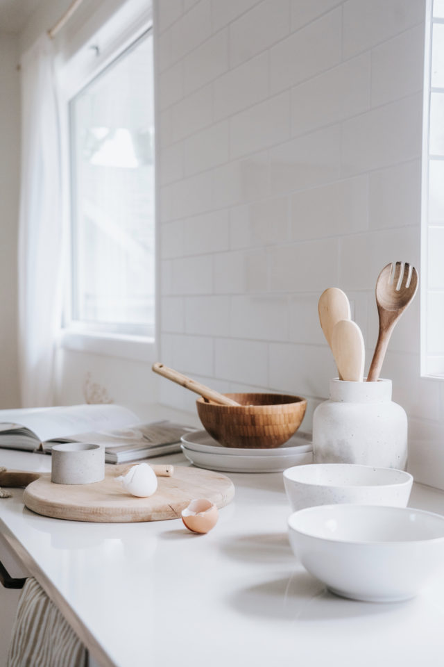 decoration moderne slow living exemple détail plan de travail cuisine accessoire naturel
