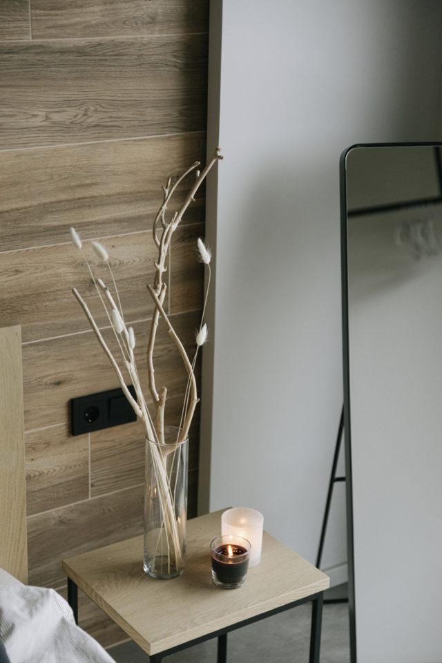 decoration moderne slow living exemple détail table de chevet simplicité