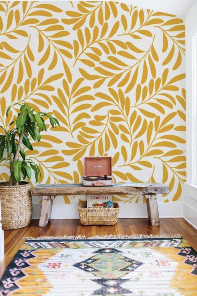 decoration murale motif jaune floral plantes moderne entée banc en bois