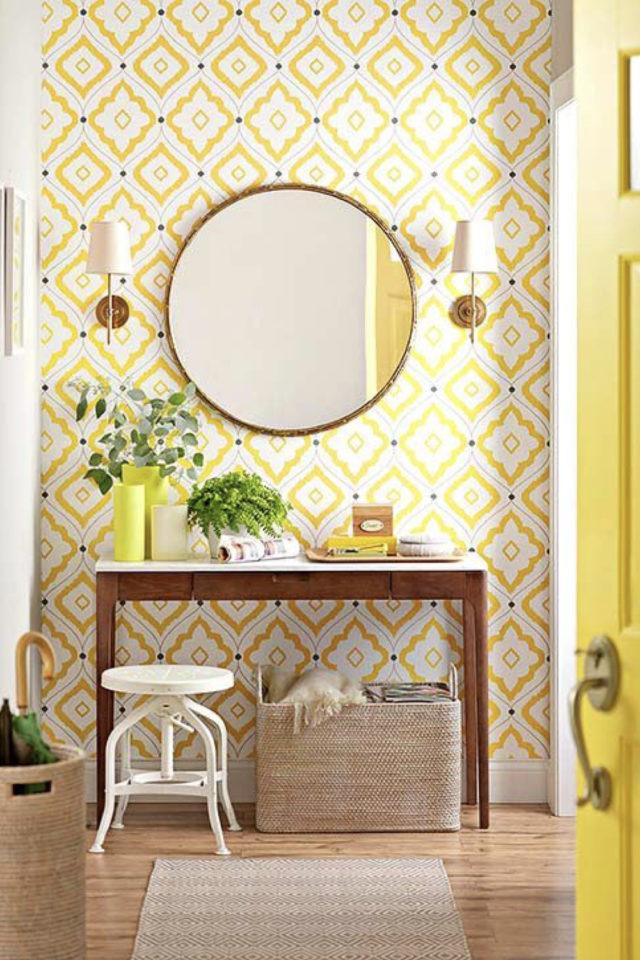 decoration murale motif jaune entrée console en bois miroir rond