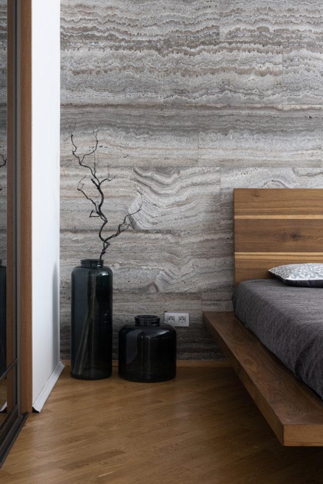 interieur slow design petit budget chambre à coucher adulte revêtement mural bois lit bois naturel épuré