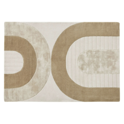 salon cosy meuble accessoires deco Tapis tufté à la main beige, blanc et marron motifs arches 140x200