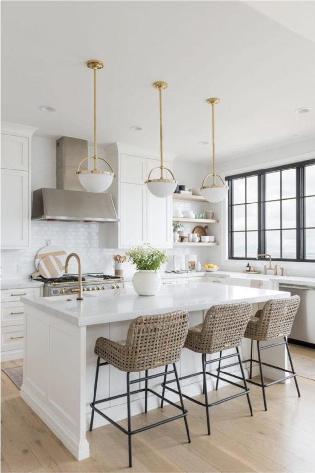 tabouret ilot cuisine moderne élégant modern glam marbre laiton rotin