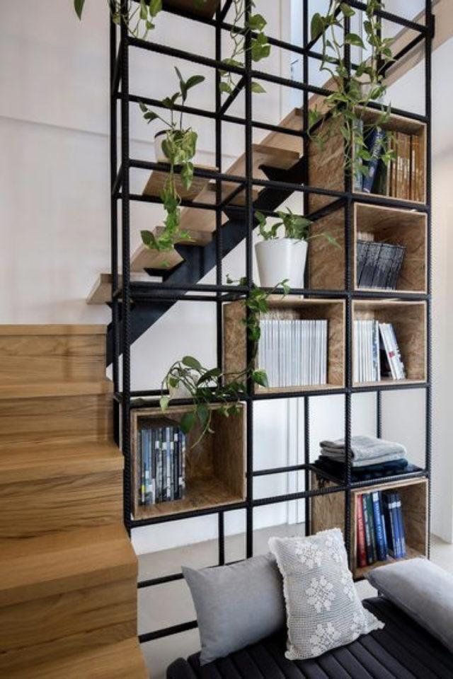 escaliers ouvert salon sejour exemple aménagement métal et bois rangement niches