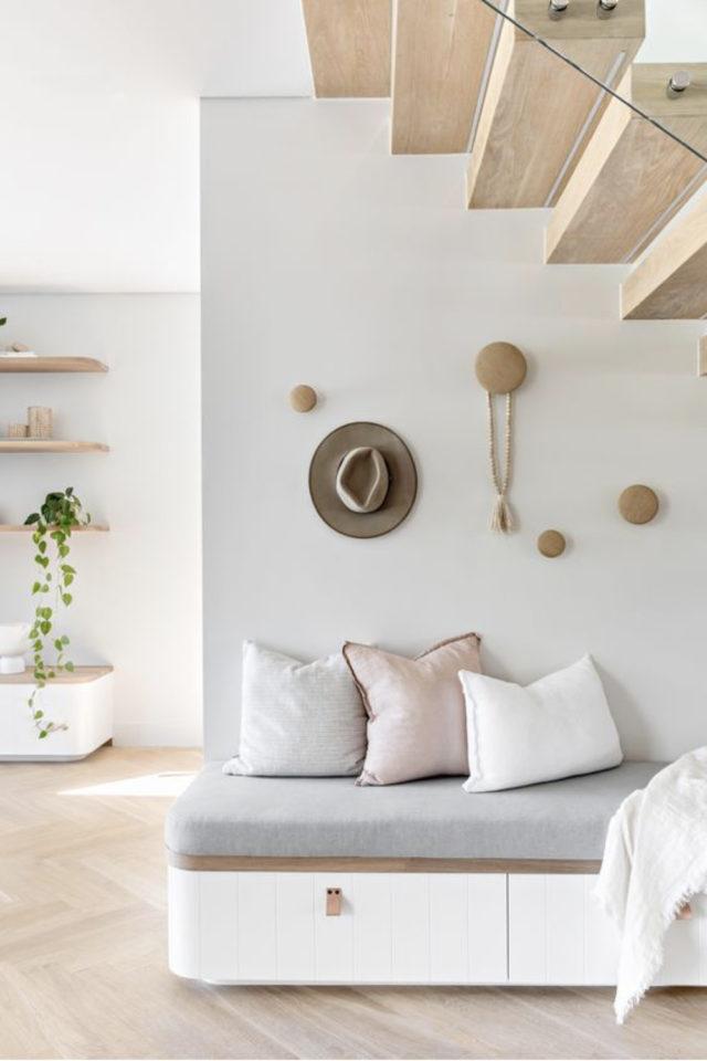 escaliers ouvert salon sejour exemple petite banquette cosy espace détente lecture