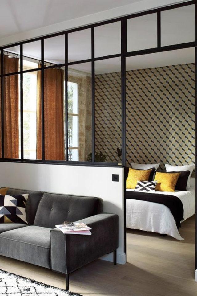 exemple verriere moderne chambre loft séparation pièce à vivre salon canapé soubassement