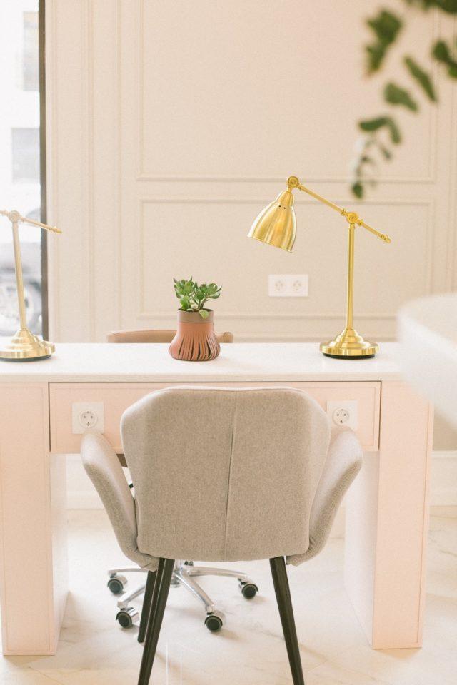 quelle lampe bureau choisir luminaire appoint orientable pratique bien être au travail télétravail