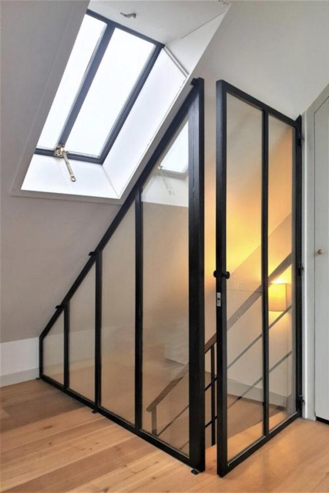 amenagement combles verriere exemple protection sécurité escalier luminosité