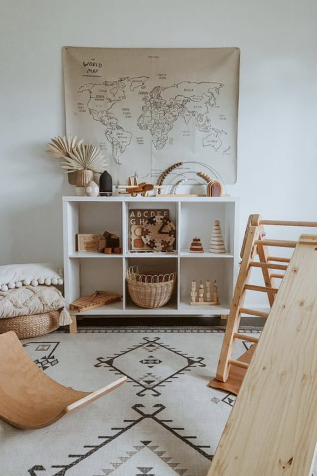 chambre enfant montessori idee meuble à casier blanc rangement jouets simplicité