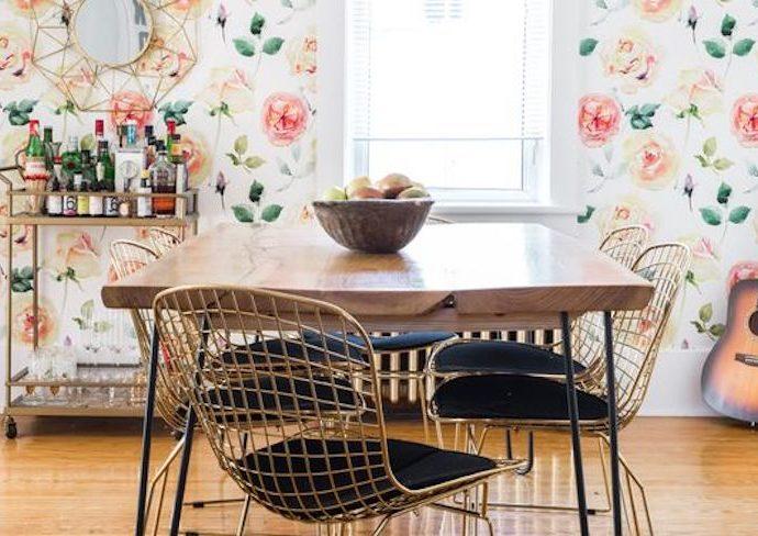 exemple couleur petite salle à manger luminosité papuer peint couleur pastel floral