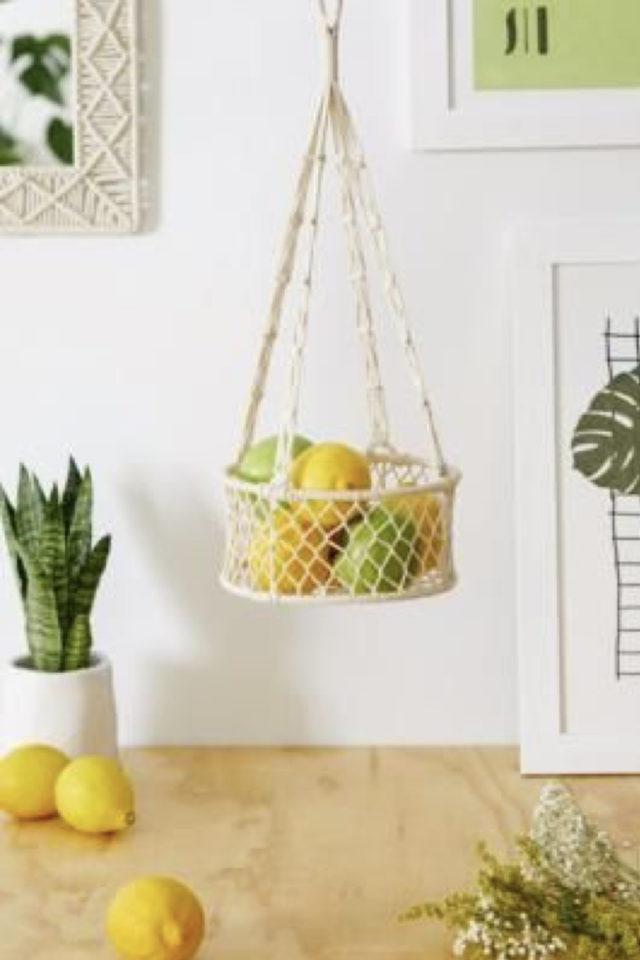 marcrame cuisine fruit et legumes petit panier à suspendre
